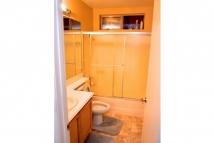 Spacious upstairs community / guest bathroom